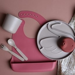 Burgundy silicone sippy lid by Lille Vilde