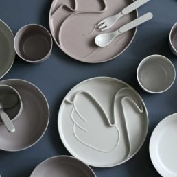 Grey bamboo fiber swan plate By Lille Vilde
