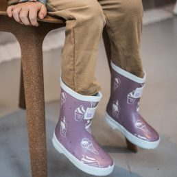 Ultra violet color – revealing wellies by Grass & Air